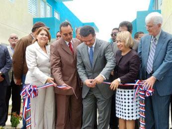 LF inaugura dos proyectos habitacionales en Peravia