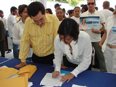 Faride Raful formaliza inscripción