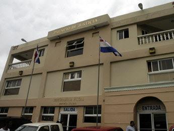 Revelan fiscales 'negocian' con arreglos extrajudiciales