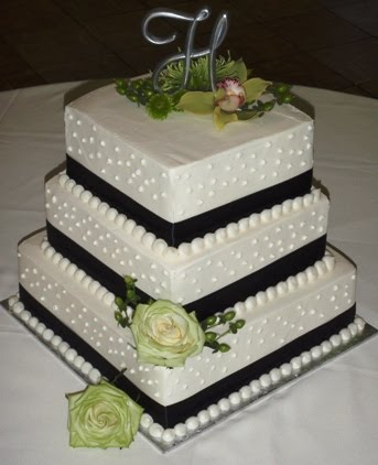Square wedding cake with blk