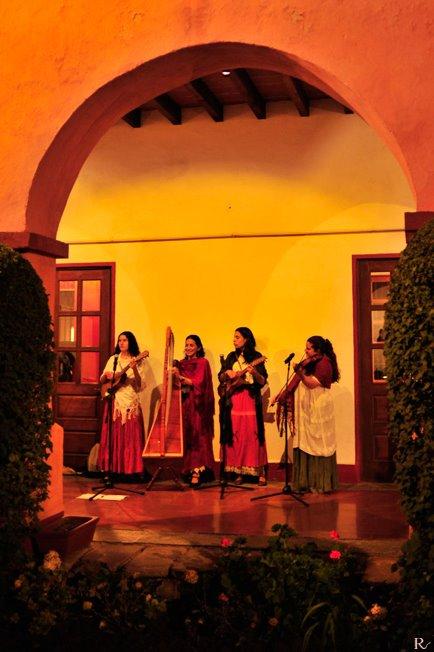 En el Instituto Italiano de Cultura, México D.F., Diciembre 2008 ©rodrigo vazquez