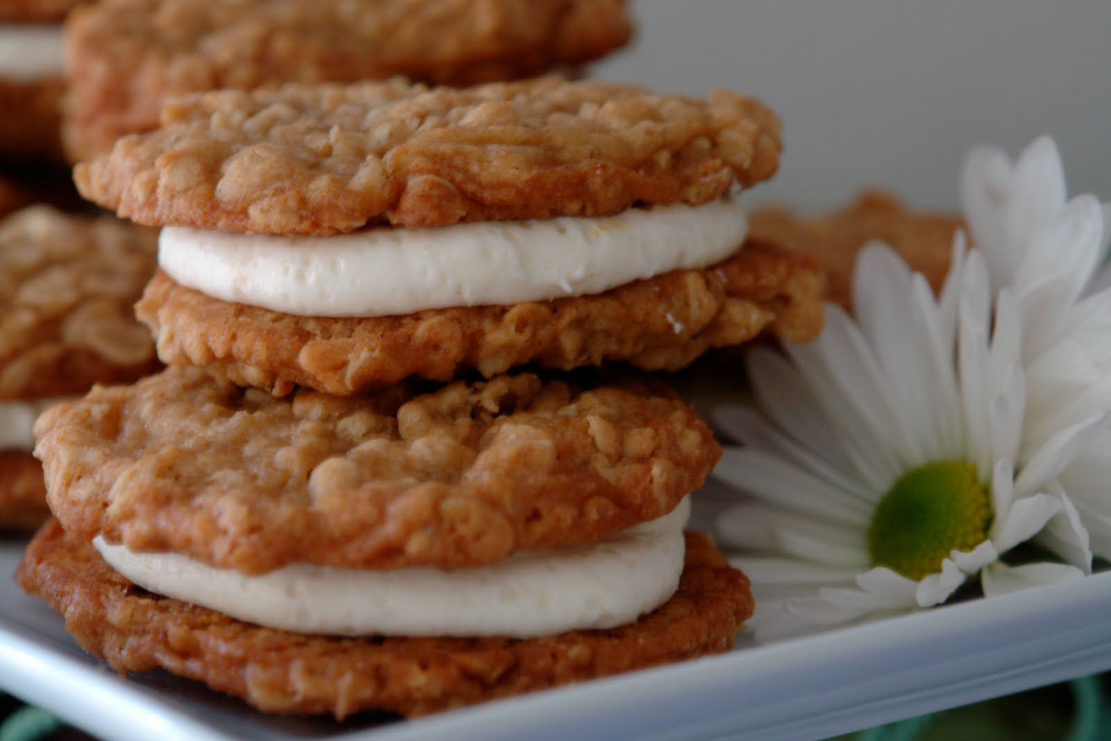Bakes: Oatmeal Whoopie Pie with a twist of lemon please?