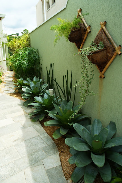 Nossa casa verde corredor externo for Casas e jardins simples