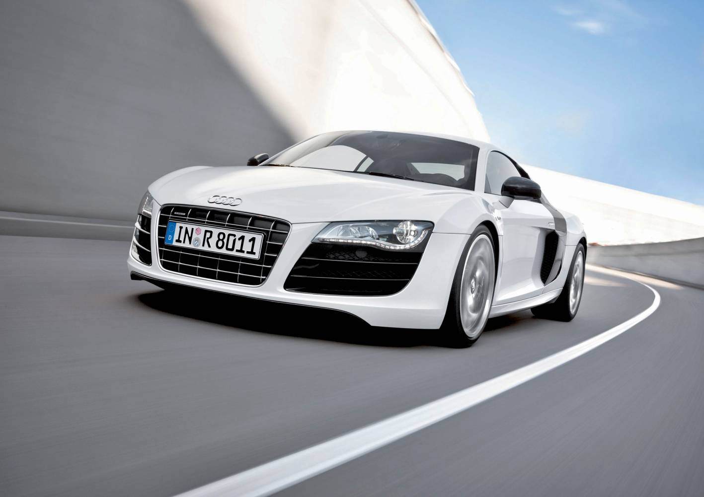 http://4.bp.blogspot.com/_ddEtvpt28yA/TUD1GZ7swXI/AAAAAAAABnc/FnzSyJoLqHg/s1600/Audi+R8+V10+11.jpg