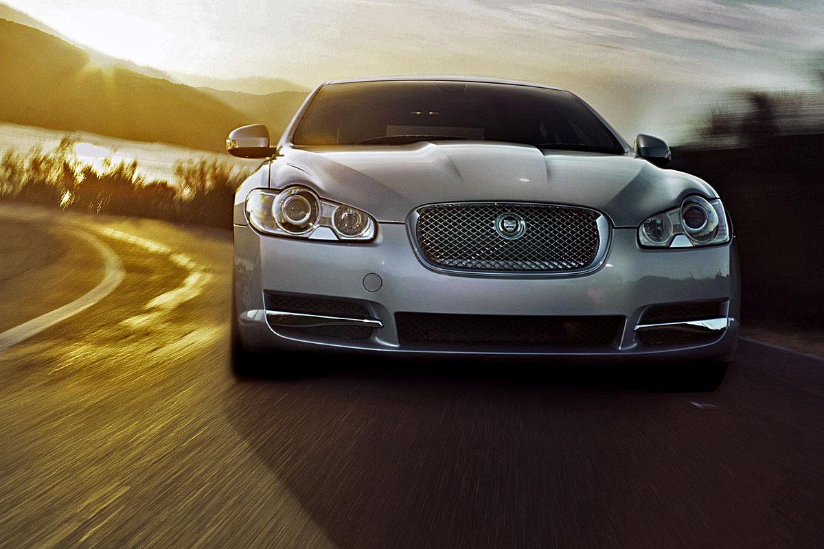 http://4.bp.blogspot.com/_ddEtvpt28yA/TUEqbvSmedI/AAAAAAAABrs/cpa8upW_nfI/s1600/Jaguar%2BXF%2B1.jpg
