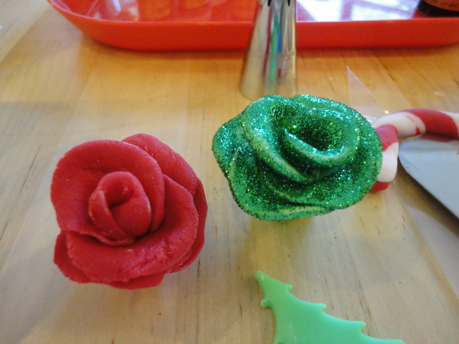 I heart cupcakes cake decorating with mich turner - How to decorate a heart cake ...