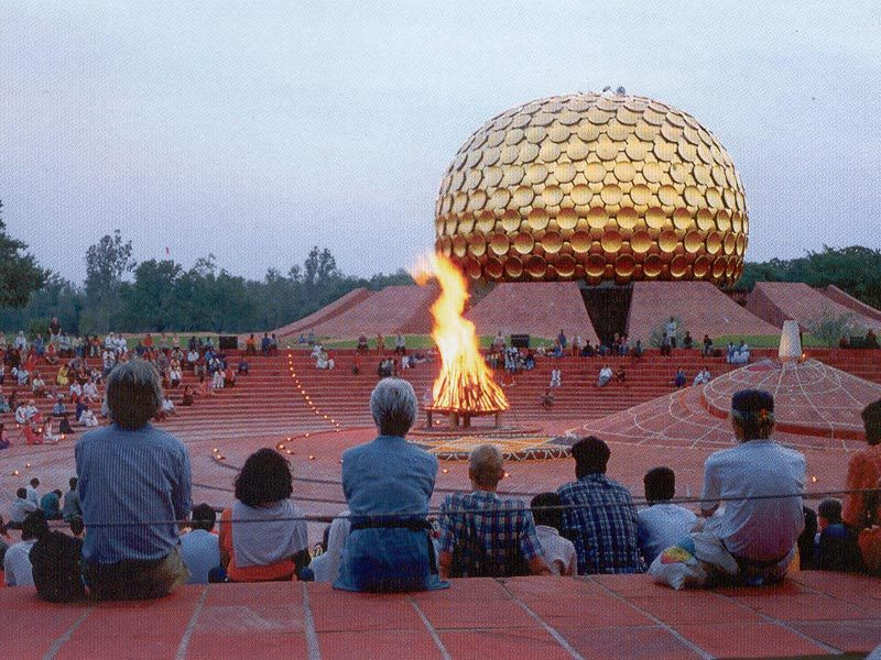 http://4.bp.blogspot.com/_deRHkfbnnU4/TP_bIRFktII/AAAAAAAAAUI/4_xBHwvae4E/s1600/Auroville.jpg