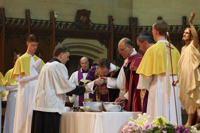 Te Deum laudamus!: Extraordinary Form Mass Notes: Kissing the Hand ...