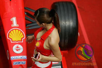 Cute Ferrari Girls vs KIA Motor Girls Pictures