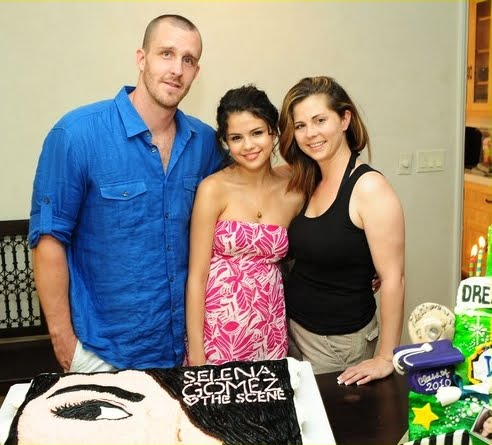 Selena Gomez  on Selena Gomez Smiles With Her Mom Mandy Step Dad Brian Infront Of Her