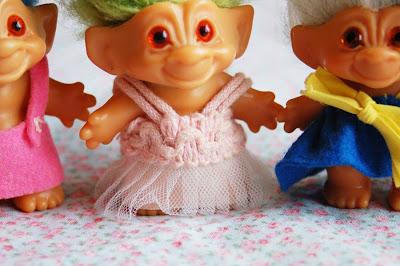 http://4.bp.blogspot.com/_dh4ouepZm78/SKPG067b5NI/AAAAAAAAB3Q/5k4JZw-tFdE/s400/trolls2.jpg