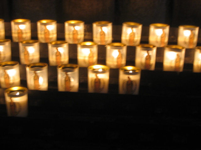 [chartres+cathedral+candles]