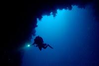El Blue Hole seduce a buzos que van en busca de atravesar el arco que los lleva al mar afuera