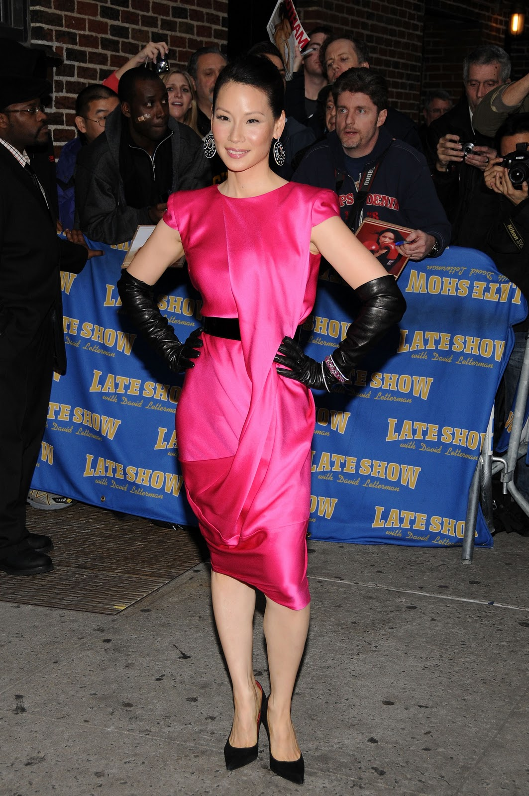 Lucy_liu_arrives_at_the_late_show_with_david_letterman_in_new_york