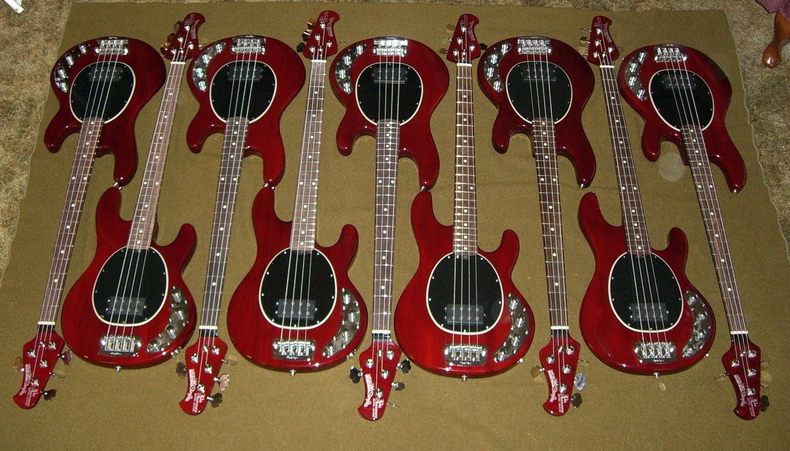 Baixo MusicMan StingRay 30th Anniversary 4 cordas CIMG1259