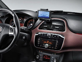 Contemporary art in navigation holder design: Fiat Punto EVO