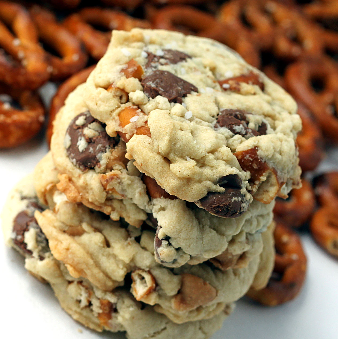 Sugar Cooking Pretzel Cookies With Chocolate Peanut Butter Chips