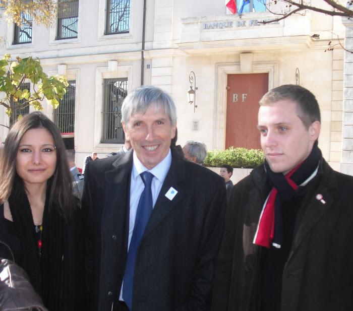 J. RAYMOND AVEC LES JEUNES   POUR LA COMMEMORATION DU 11 NOVEMBRE 2010