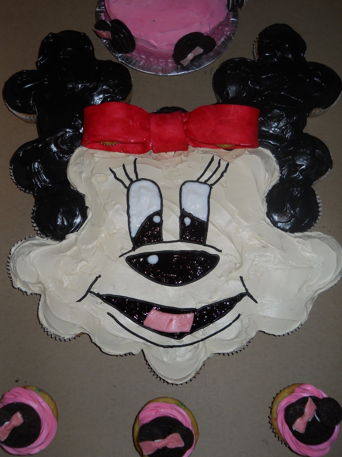 Welcome to Piggy\'s Cupcakes!: Minnie Mouse theme