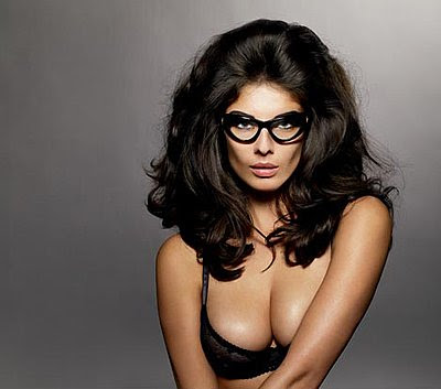 http://4.bp.blogspot.com/_dp5qvLW1QVA/S5_4B6jDgsI/AAAAAAAAGHQ/Hsc2gCjKFJA/s400/tom-ford-eyewear-1.jpg