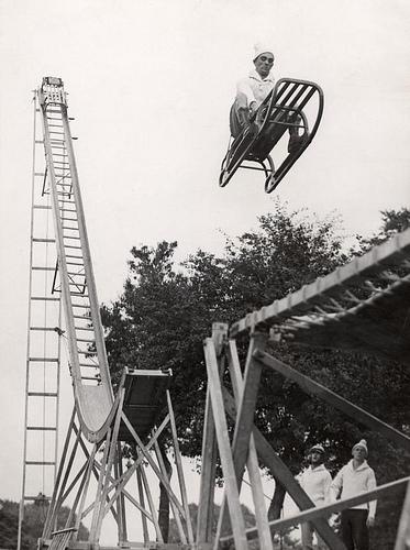 Sleigh leaving ski-jump. Alexandra Palace, London, England, 1933. Nationaal Archief / Spaarnestad Photo