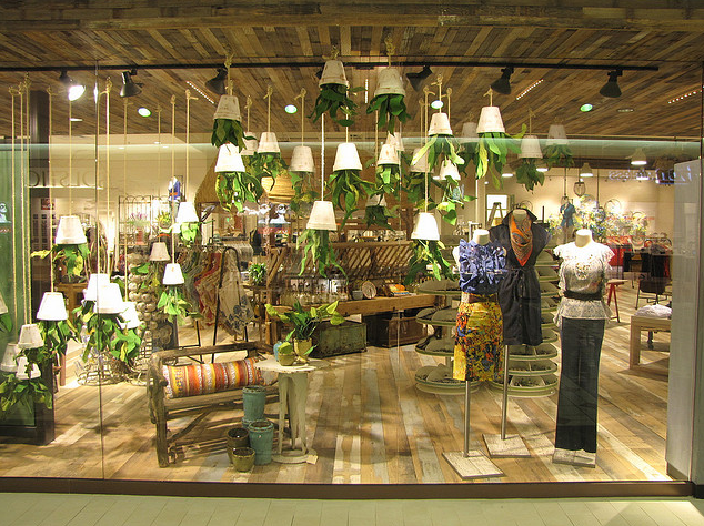 Anthropologie store displays on pinterest anthropologie for Anthropologie store decoration ideas
