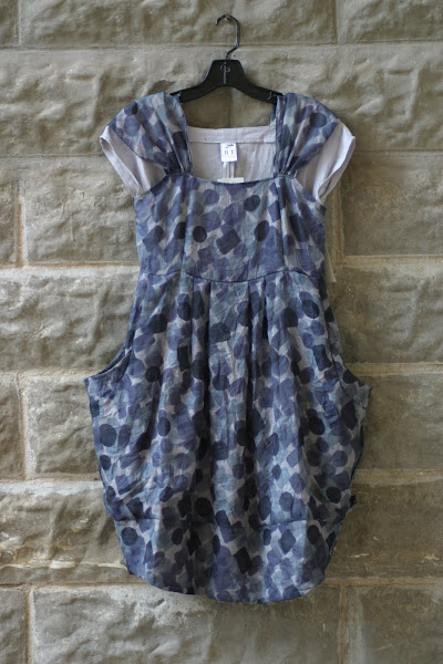 Otto Dress with pockets, love the print.  I would definately wear this!