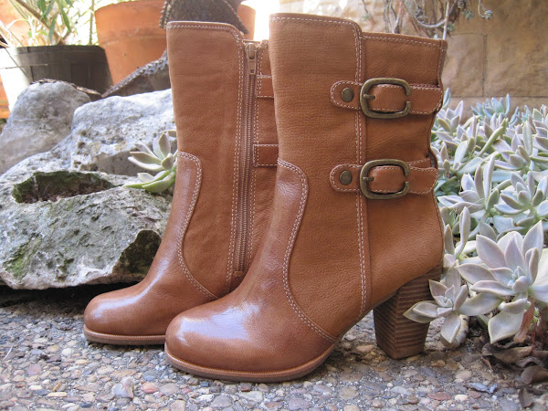 Lightning Camel boot