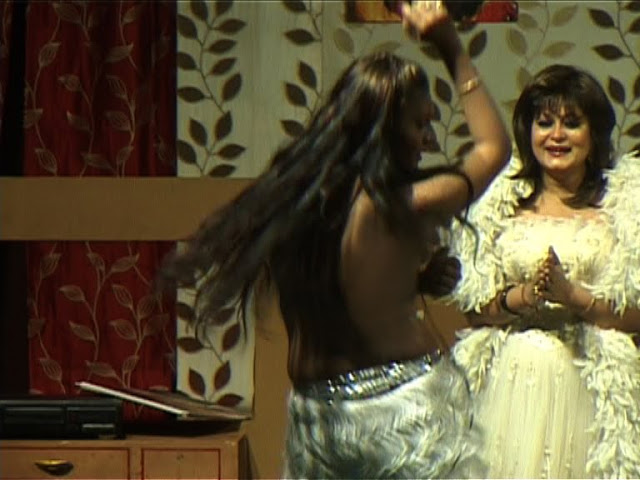 Zara Wardrobe Malfunction at the play Begum Sahiba indianudesi.com