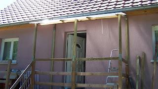 la maison de titous sas d 39 entr e d but la charpente et la couverture. Black Bedroom Furniture Sets. Home Design Ideas