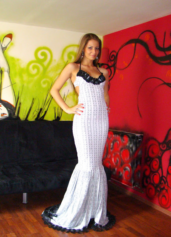 Rochie din dantela elastica gri cu alb-500Ron - reducere 20% VANDUTA