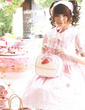 gothic and sweet things so lolita style really grabs my attention