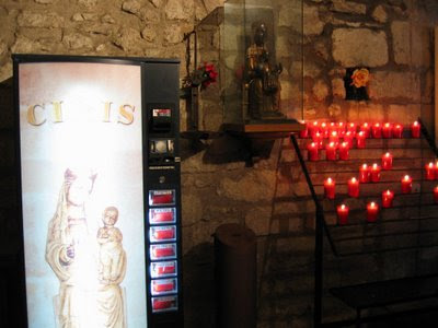 máquina vending de velas en iglesia