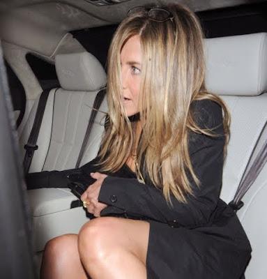 Jennifer Aniston Y Los Riesgos De Usar Falda
