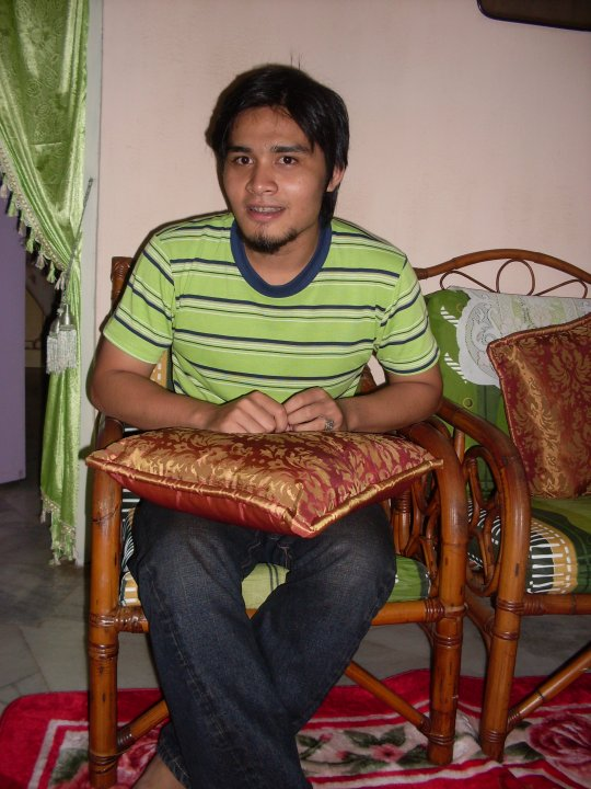 http://4.bp.blogspot.com/_dvKQYljfUT4/S7OGzK3Km_I/AAAAAAAAAT0/7lmxcfer72I/s1600/shahir.jpg