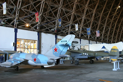 2008-07-09_14_US101_Tillamook Air Museum_OR_b.jpg