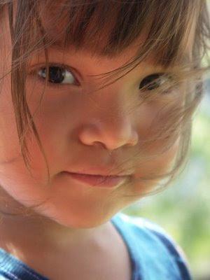 esmer küçük kız çocuğu