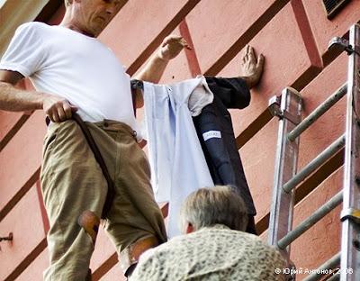 http://www.terungkap.net/2012/01/johan-lorbeer-adalah-seorang-penghibur.html