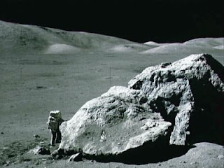 http://4.bp.blogspot.com/_e3gDaHO8VLQ/SRvSj-BPy0I/AAAAAAAAGUc/ejHjMpxS2XM/s320/moon_rocks.jpg