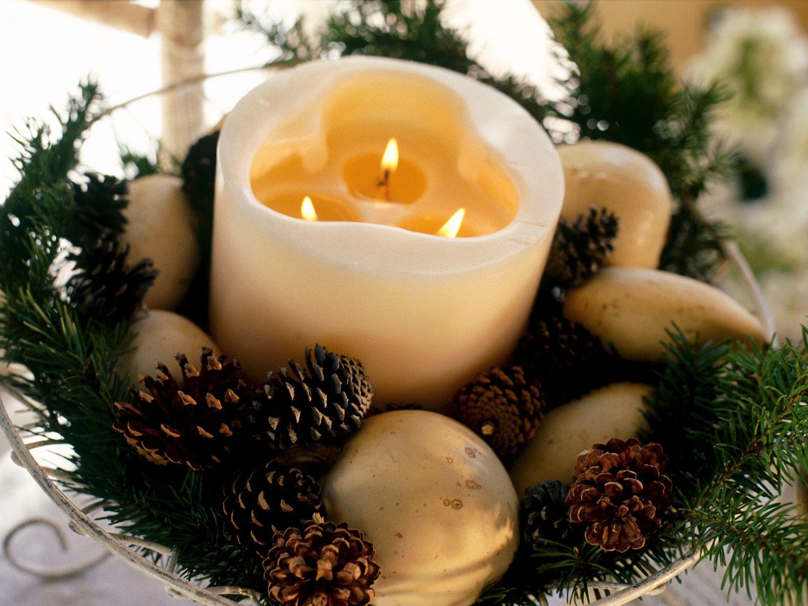 http://4.bp.blogspot.com/_e45GK4i1E8M/TRN1IwZgZlI/AAAAAAAACCY/5TvYMfHlDL8/s1600/christmas-wallpaper-02.jpg