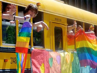 Estudo revela desigualdade de tratamento para jovens LGBTs.