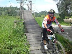 Jambatan Belian Basikal Besi!