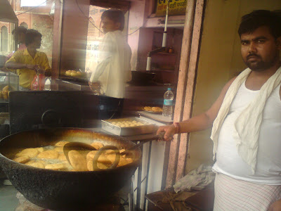 Frying Pyaaz Kachoris at Samrat - Jaipur