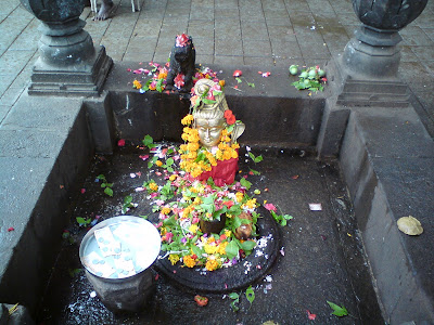 A Shiv Ling on the banks of the Kushavart kund