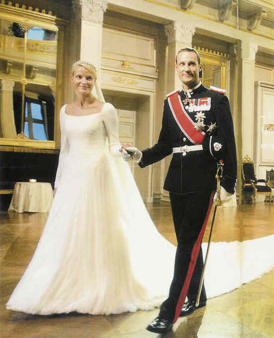 The Royal Order Of Sartorial Splendor Readers Top 10 Wedding Gowns 9 Lady Sarah Chatto