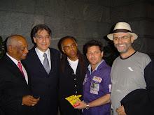 Momento da entrega do Totem ao prefeito de Belo Horizonte, Fernando Pimentel.
