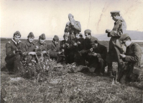 """La Scoala Militara de ofiteri activi """"Nicolae Balcescu""""-arma infanterie promotia 30 Decembrie 1970"""