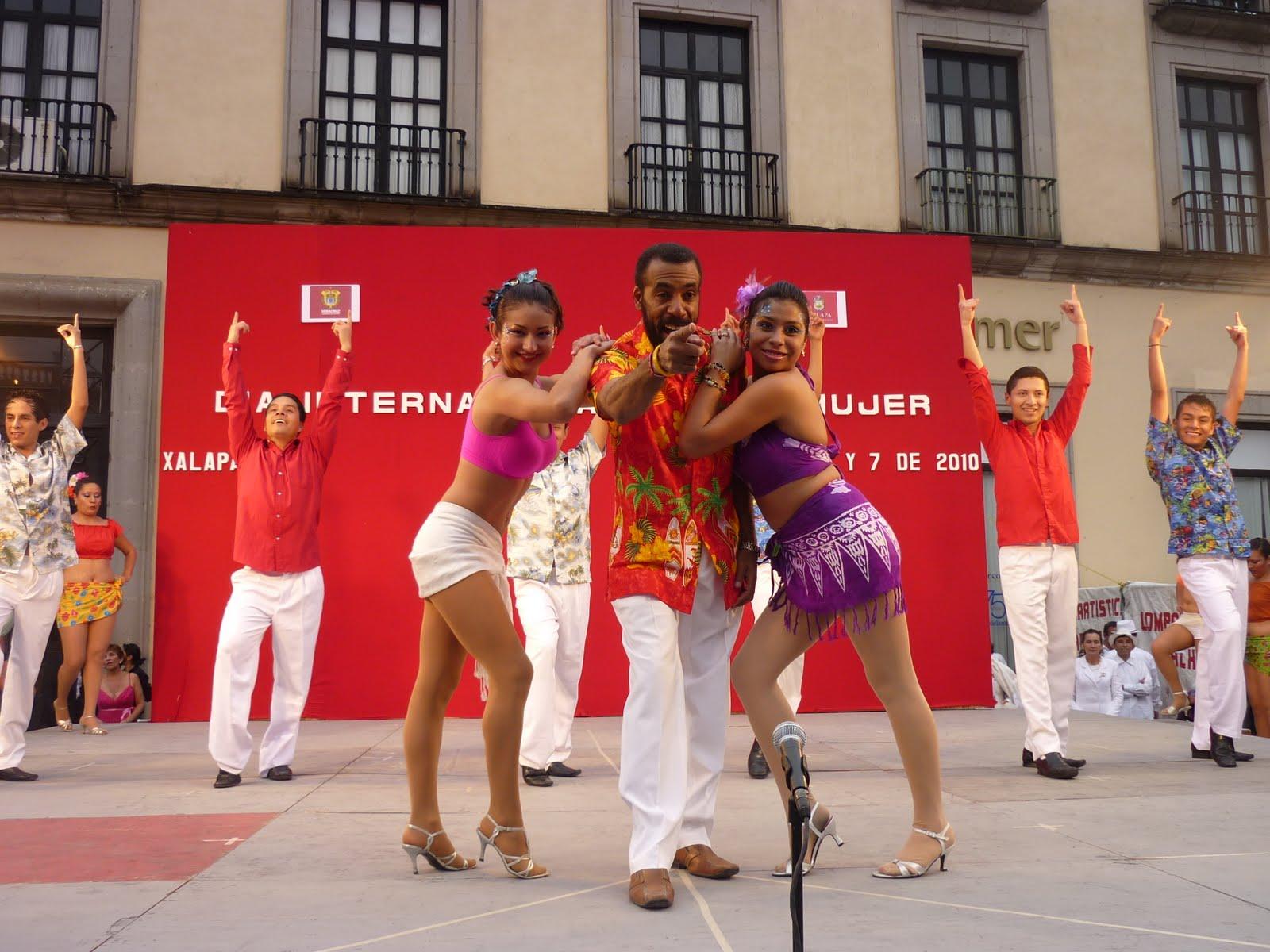 Dia de la mujer xalapa septiembre 2010 for Adolfo dominguez plaza americas xalapa