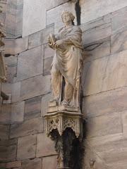 Una de las Tantas Estatuas del Duomo