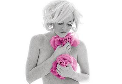 Lindsay Lohan Poses Nude for NY Magazine